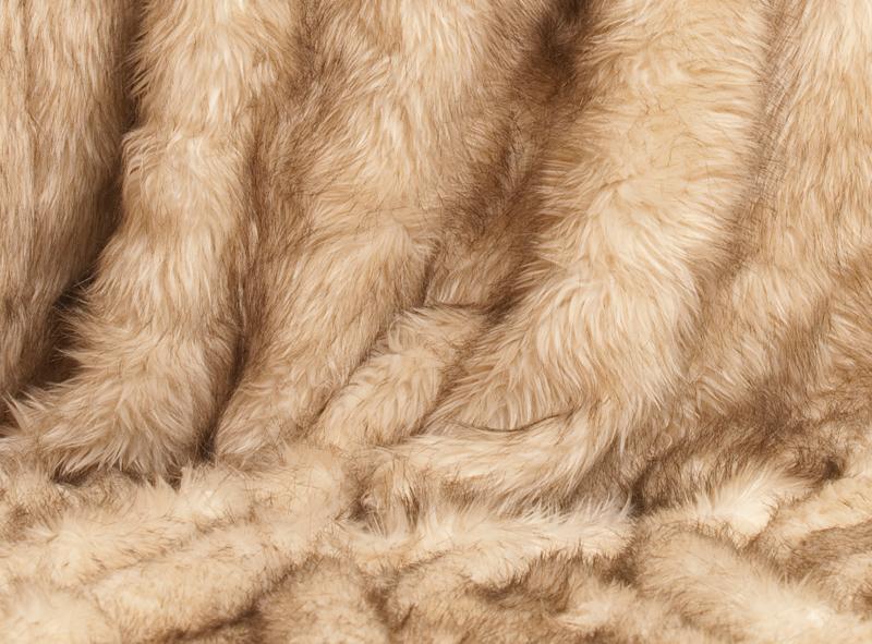 berwurfdecke polarwolf xxl pelzdecke 170x220cm. Black Bedroom Furniture Sets. Home Design Ideas